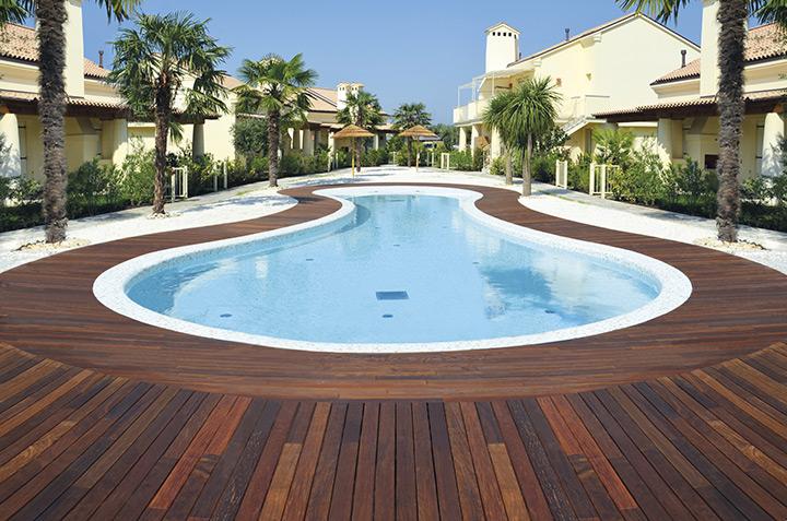 PEDESTAL LINE: posa facile e veloce su terrazze, bordi piscina, passaggi pedonali e giardini pensili
