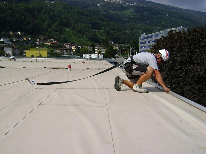 Sul tetto solo in sicurezza con Sika Siculine®