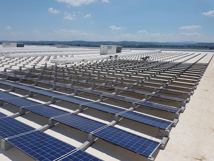 Strutture per fotovoltaico su coperture piane 2